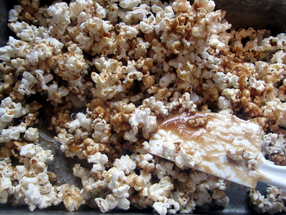 Sweet & salty dark chocolate salted caramel corn made with dark brown sugar and delicious dark chocolate. The perfect treat for sharing with friends and watching your favorite movies!