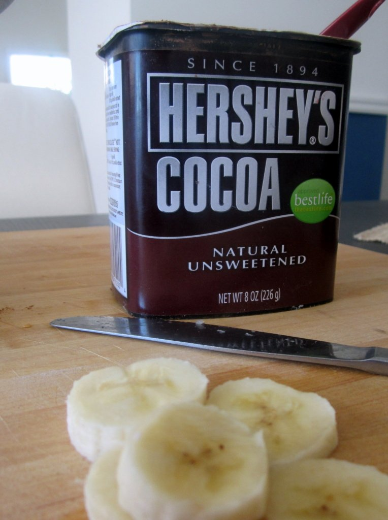 container of hershey's cocoa