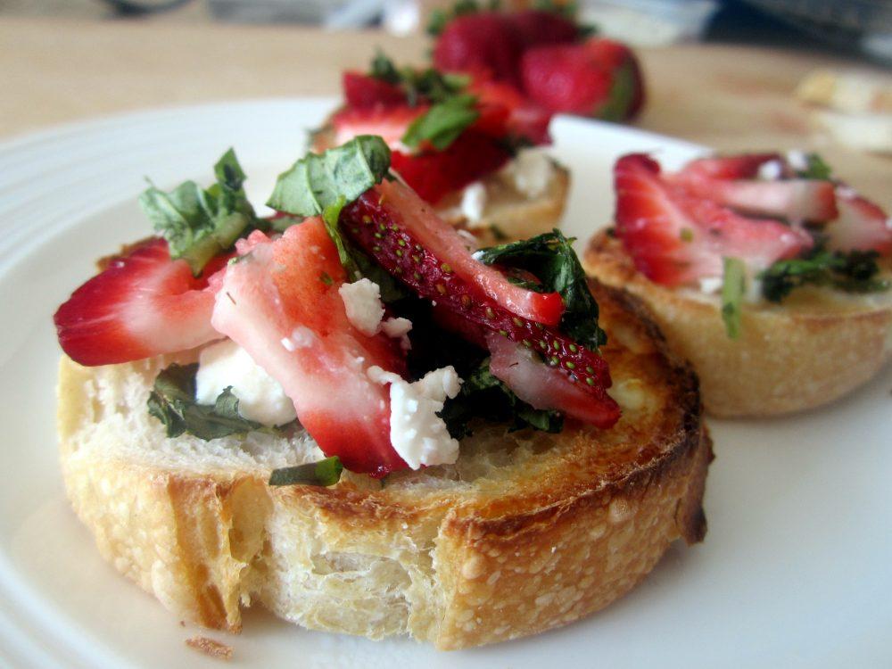 strawberry, basil & goat cheese bruschetta