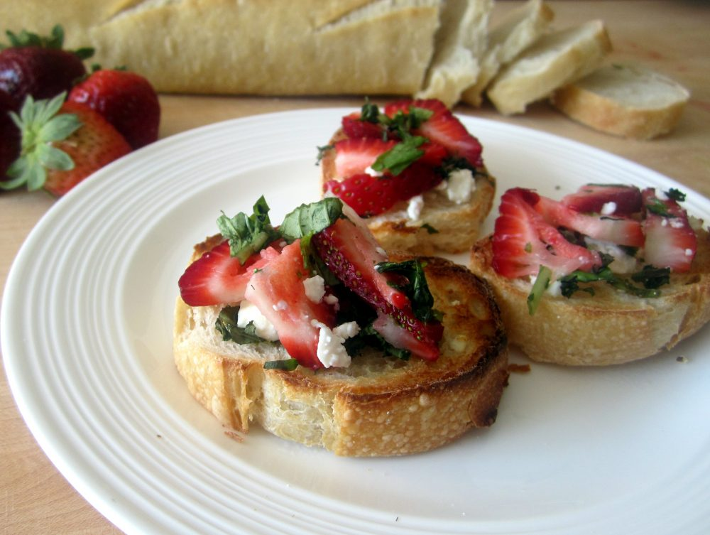 Easy, delicious strawberry, basil & goat cheese bruschetta made with balsamic marinated strawberries, fresh basil, and creamy goat cheese. This flavorful appetizer is perfect for parties and BBQ's!