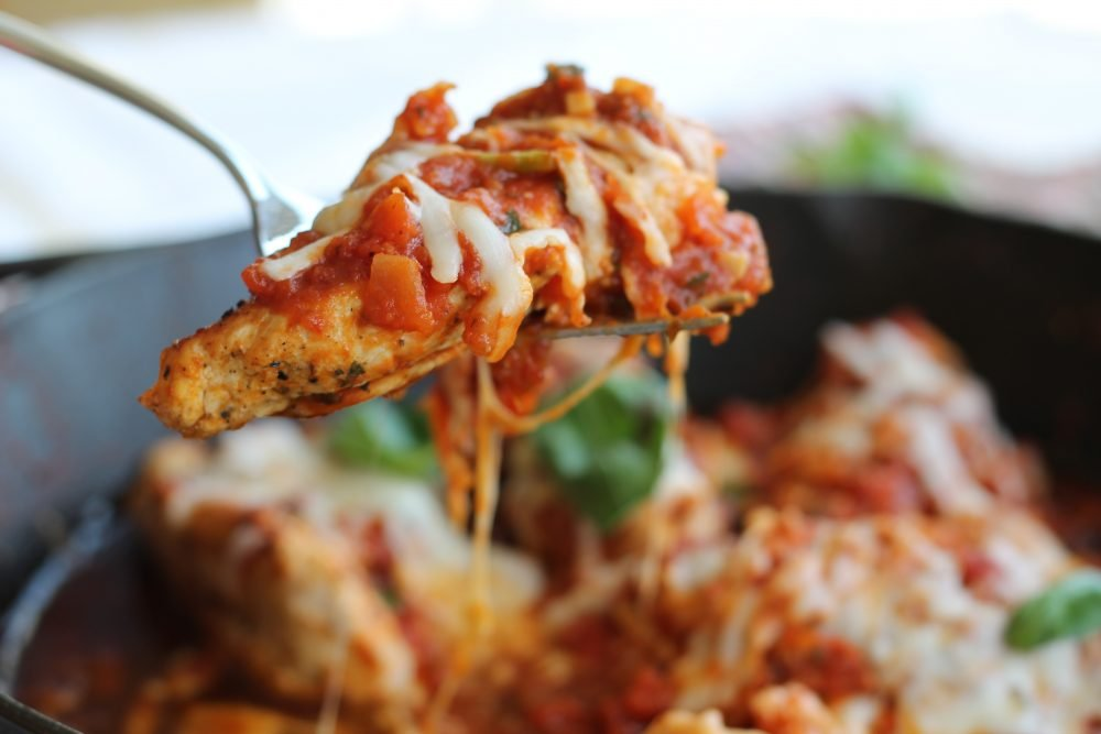 Delicious, protein packed skillet chicken with a homemade spicy pepperoni sauce. The perfect way to get your pizza fix in a healthy one pan meal that the whole family will love!
