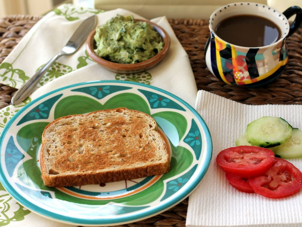 Toast with guacamole, tomatoes and cucumbers on the side