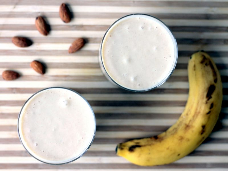 smoothies with banana and almond