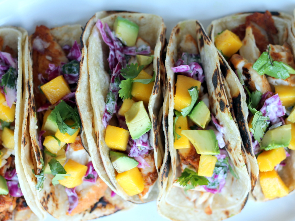 Grilled chili lime fish tacos with sour cream cabbage slaw for Fish taco red cabbage slaw