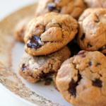 6-ingredient Flourless Peanut Butter Chocolate Chunk Cookies