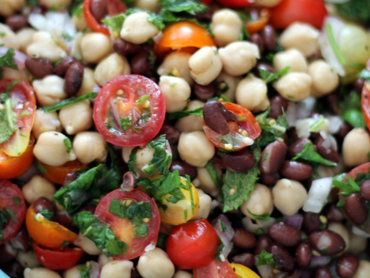 Middle eastern chickpea salad with tomatoes