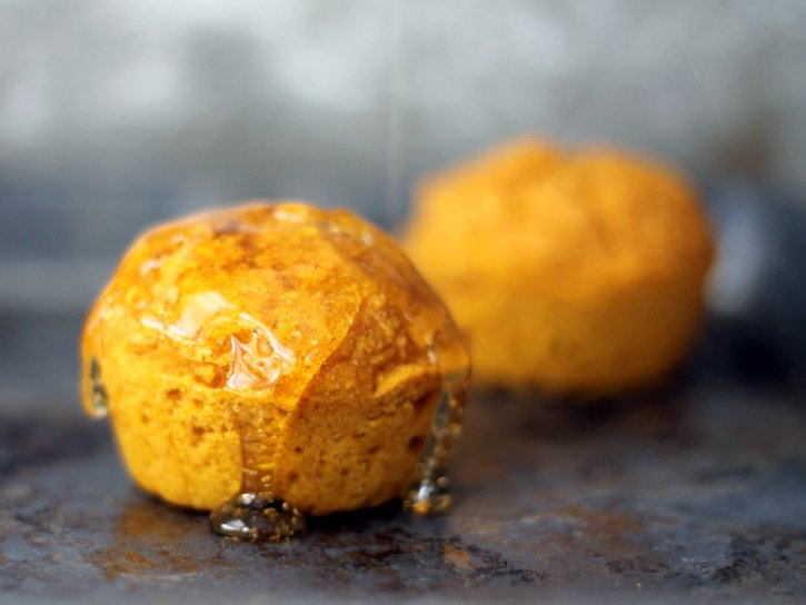 These pumpkin cornbread muffins are healthy and wonderful for cozy ...