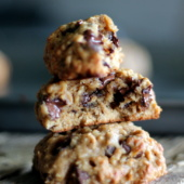 Banana oatmeal chocolate chip cookies - made with coconut oil instead of butter. These hearty cookies are made with whole grains and SO delicious!