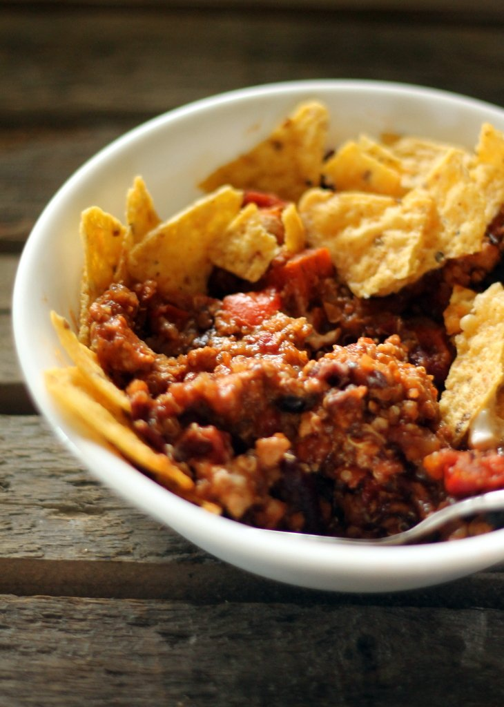 Healthy Chipotle Turkey Quinoa Chili - ready in an hour and so filling! #cleaneating