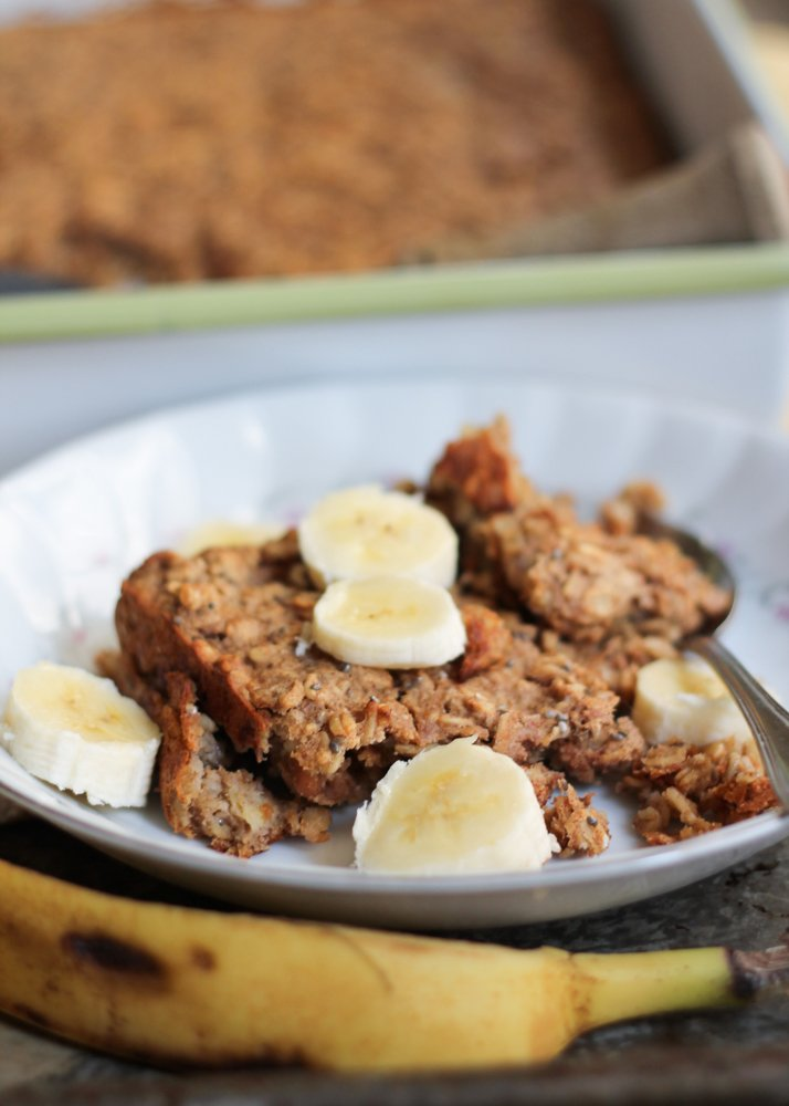 A healthy make-ahead power breakfast: Peanut Butter and Banana Baked Oatmeal to help start your day off right. Just reheat and eat! Vegan and gluten free.