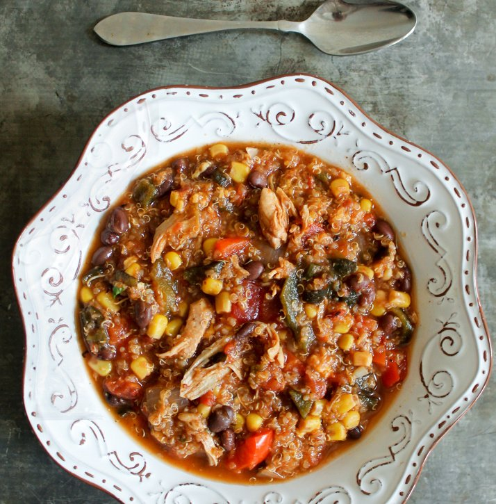 Black bean, quinoa & chicken tortilla soup made in the #slowcooker! This is delicious, filing and HEALTHY!