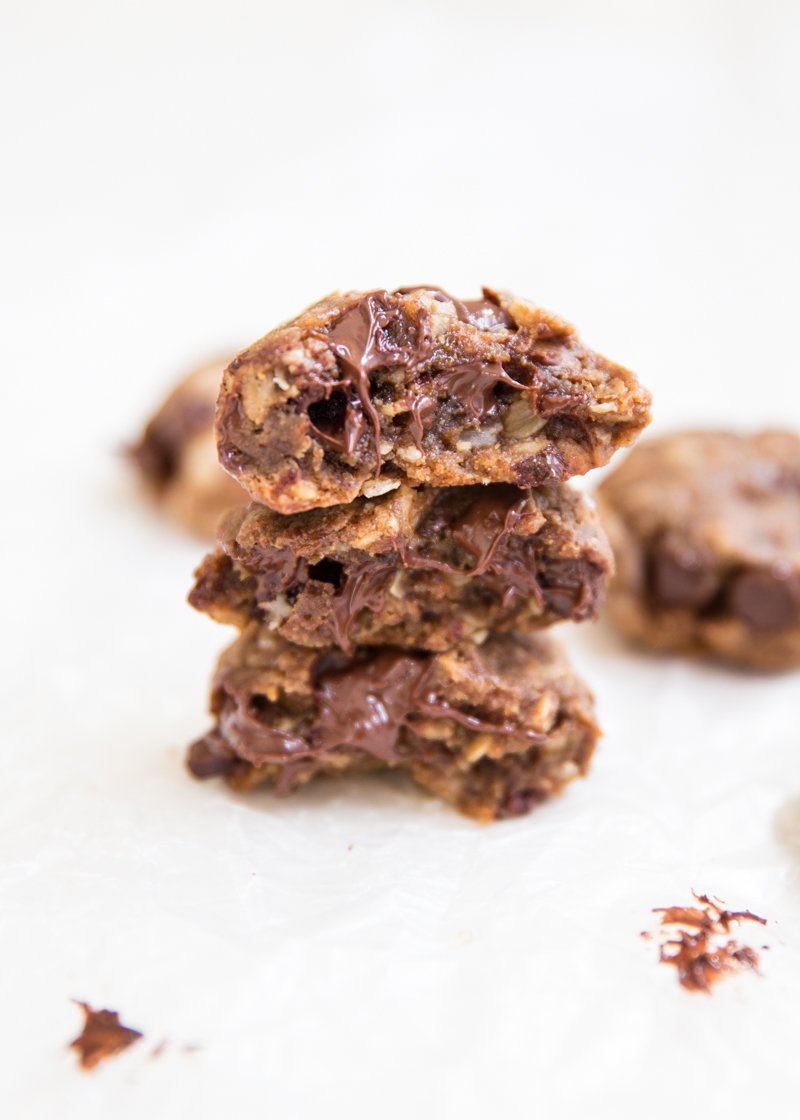 Flourless Almond Butter Oatmeal Chocolate Chip Cookies - these cookies ...