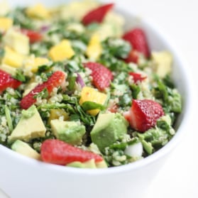 spinach quinoa with strawberry, avocado and mango