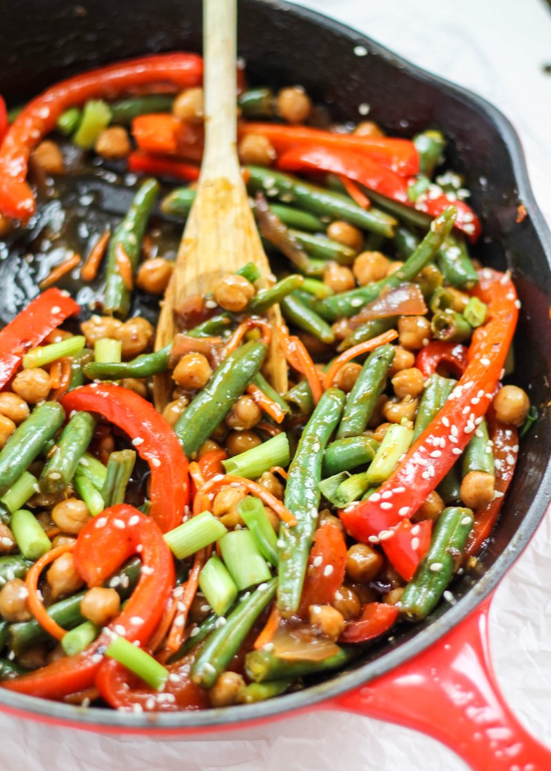 one pan meals: chickpea stir fry with green beans and red pepper in a red skillet