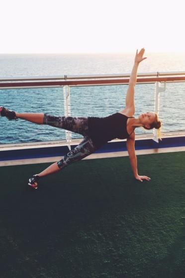 monique doing a side plank