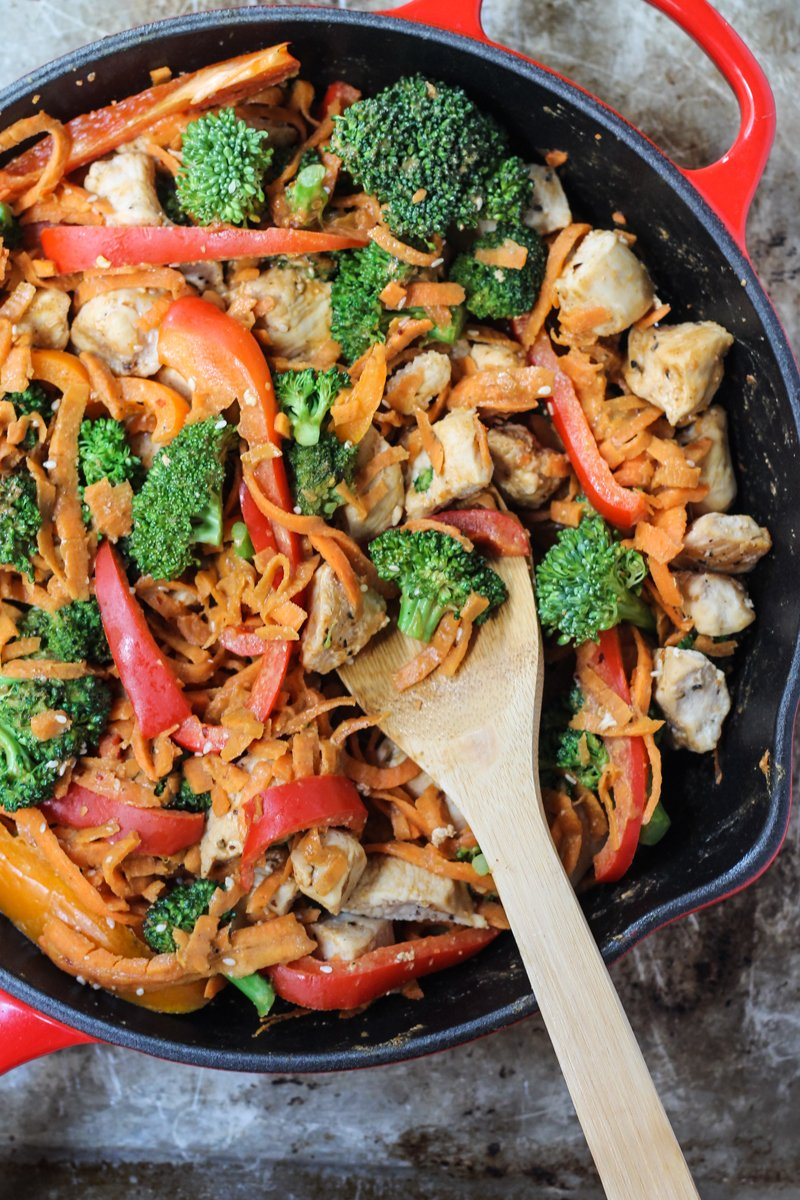 slightly spicy and addicting thai peanut stir-fry with chicken and ...