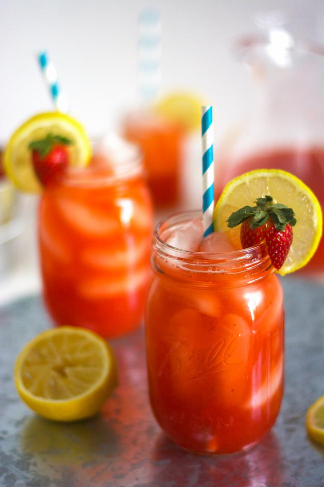 Skinny Strawberry Sparkling Lemonade