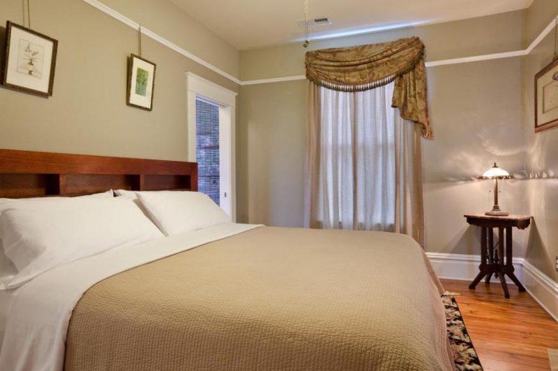 hotel room in pensacola, florida