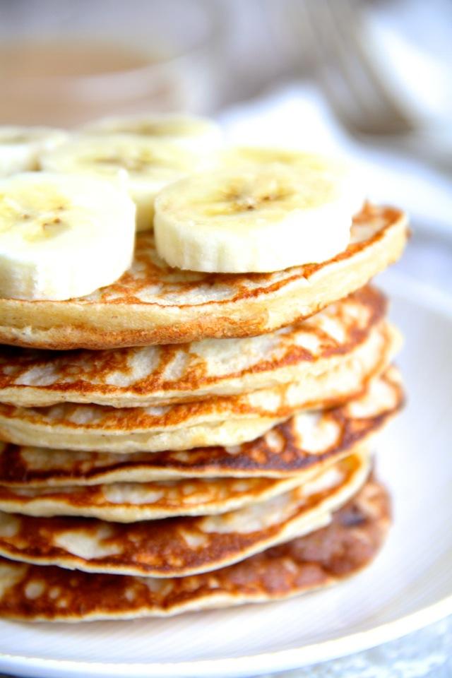Chunky-Monkey-Greek-Yogurt-Pancakes2