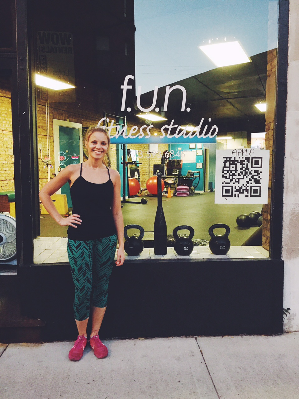 Monique in front of a fitness studio