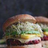 Vegetarian quinoa beet burgers with sweet and spicy flavors. Naturally gluten free! Delicious topped with sweet mango, creamy avocado & sprouts!