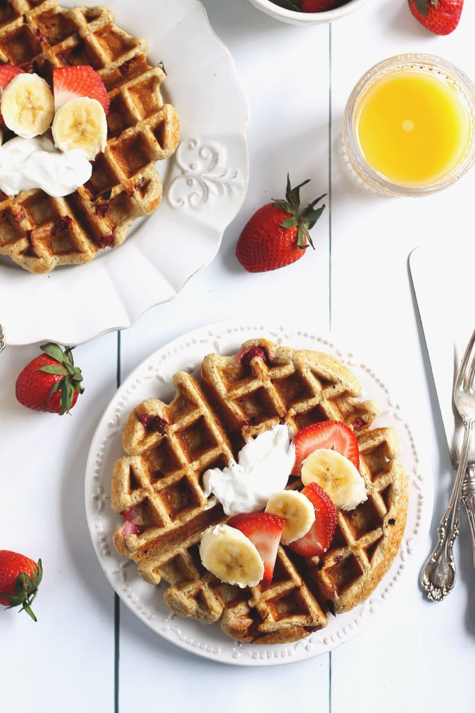 Strawberry Banana Oatmeal Greek Yogurt Waffles (gluten free!)