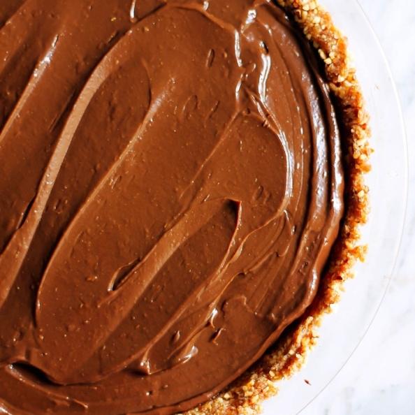 vegan chocolate avocado pudding pie