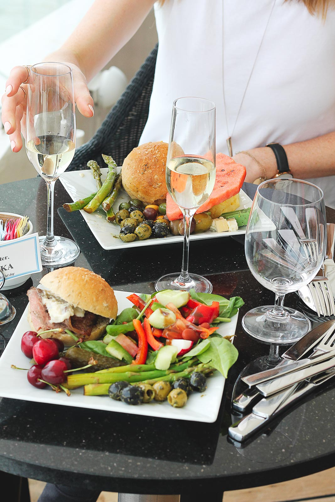 lunch plates with prosecco