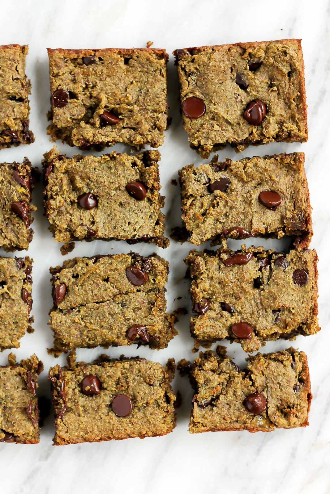 One bowl vegan banana blondies made with almond flour & vegan protein powder to give them a nutritional boost. These fudgy blondies are nutritious, low sugar & SO addicting.