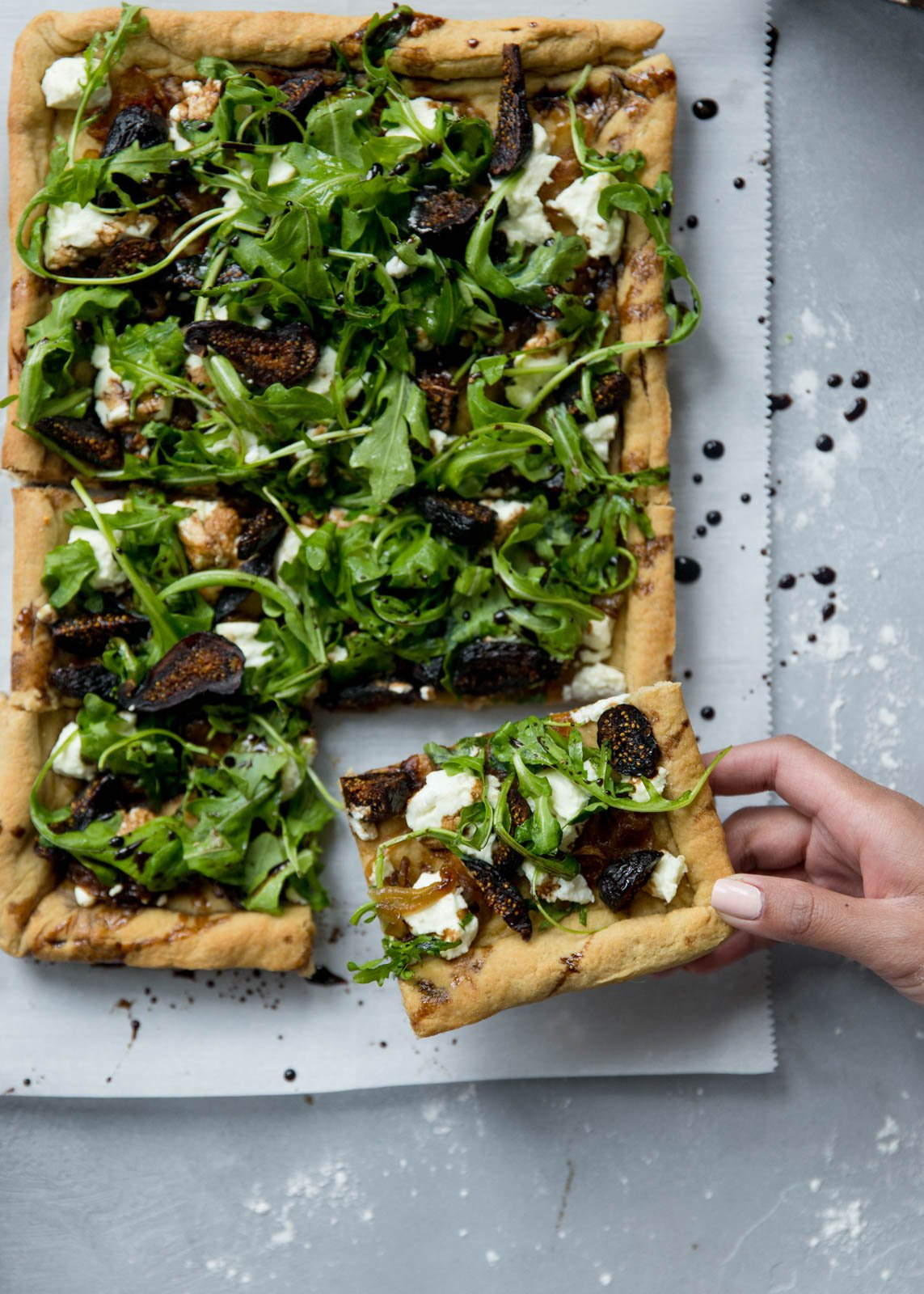 goat cheese pizza topped with arugula, figs and goat cheese