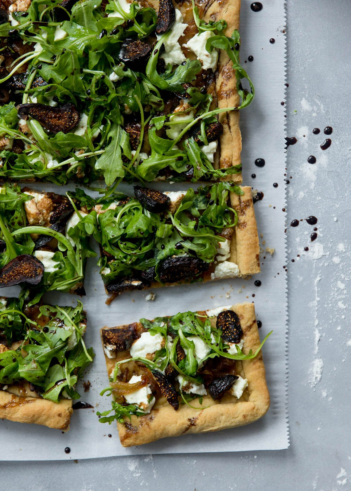 goat cheese pizza with caramelized onions, arugula and goat cheese