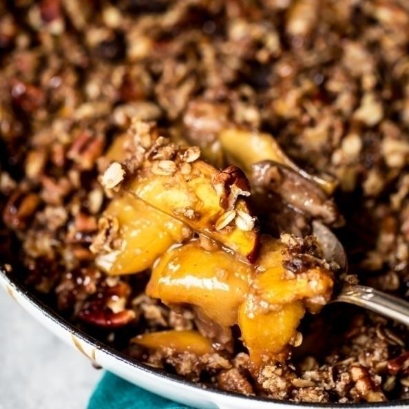 gluten free peach crisp in a skillet