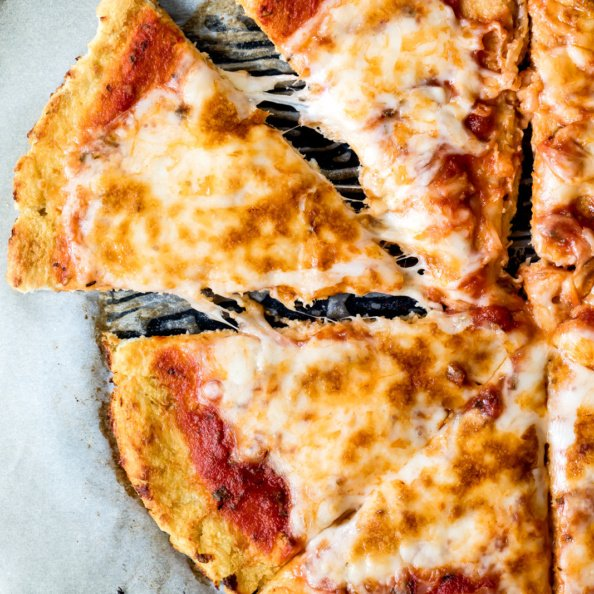 homemade takeout dinner recipes: cauliflower pizza crust
