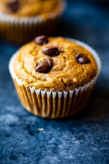 healthy pumpkin muffin with chocolate chips