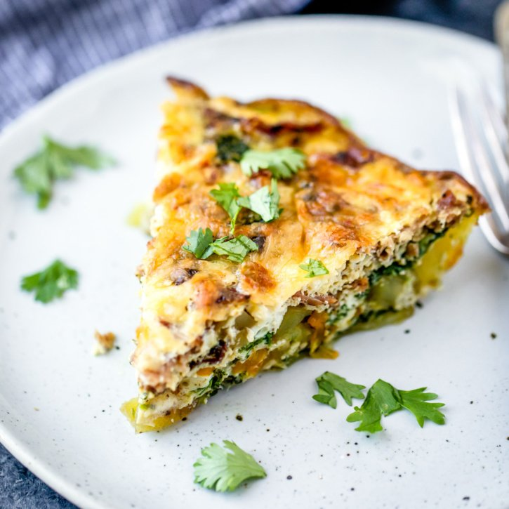This turkey bacon quiche is a protein packed breakfast that's GREAT for meal prep! Make it and then enjoy slices all week long with hot sauce & avocado on the side!