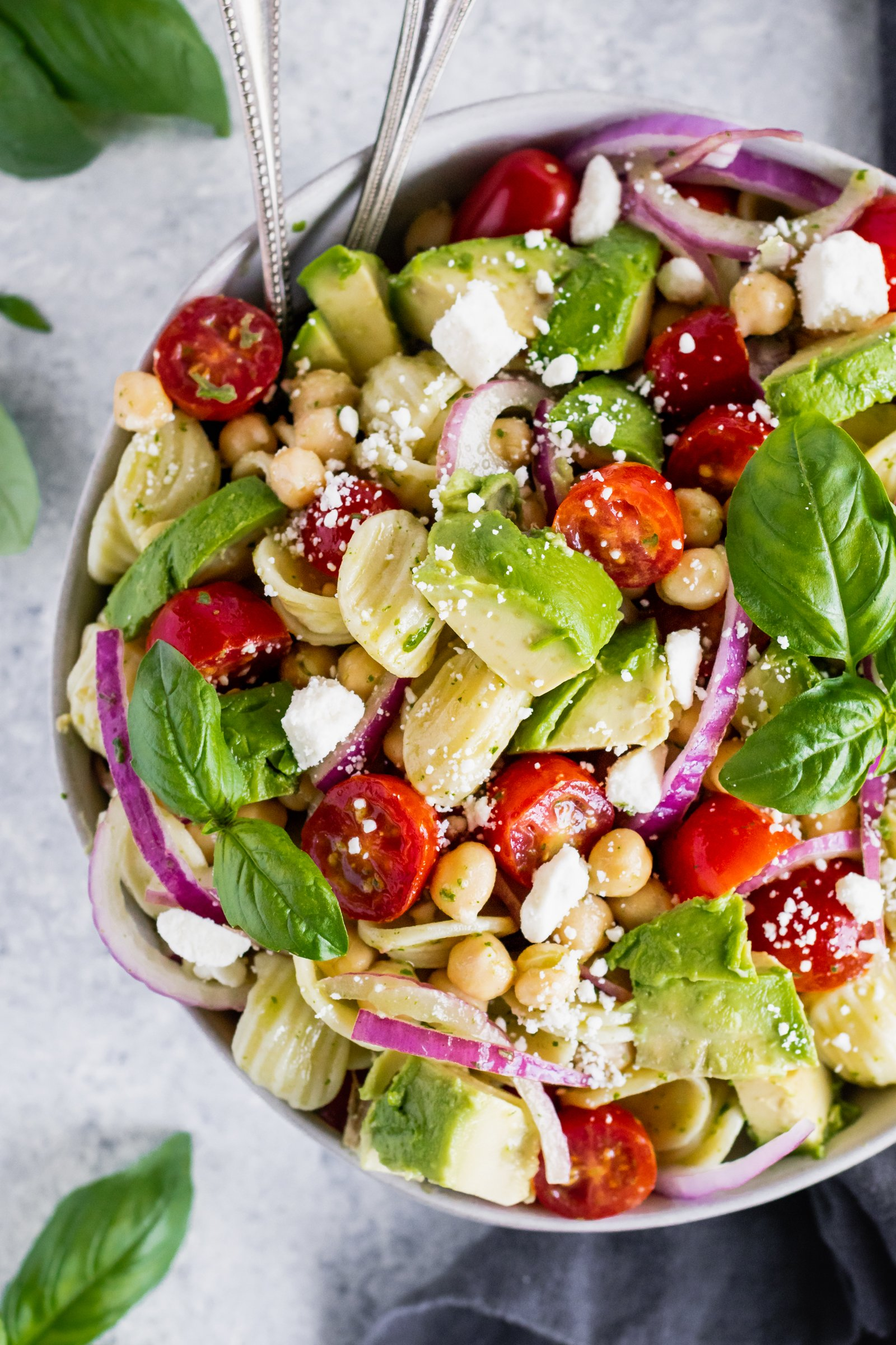 20 minute vegetarian avocado chickpea pasta salad with mediterranean flavors and a bold lemon basil dressing. Perfect to pack for lunch!
