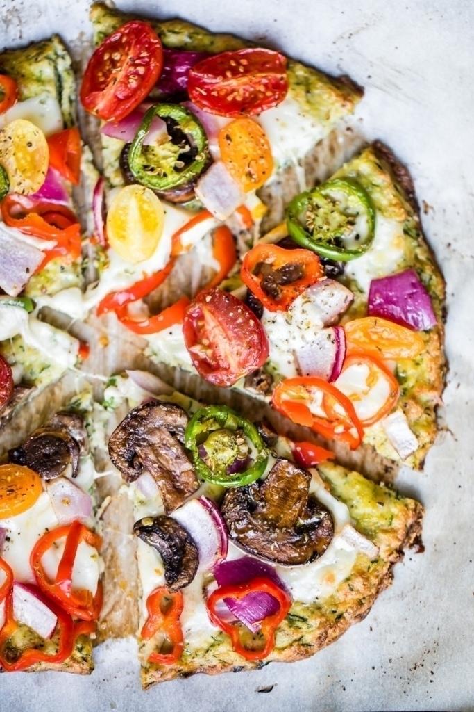 zucchini pizza crust with veggies on top