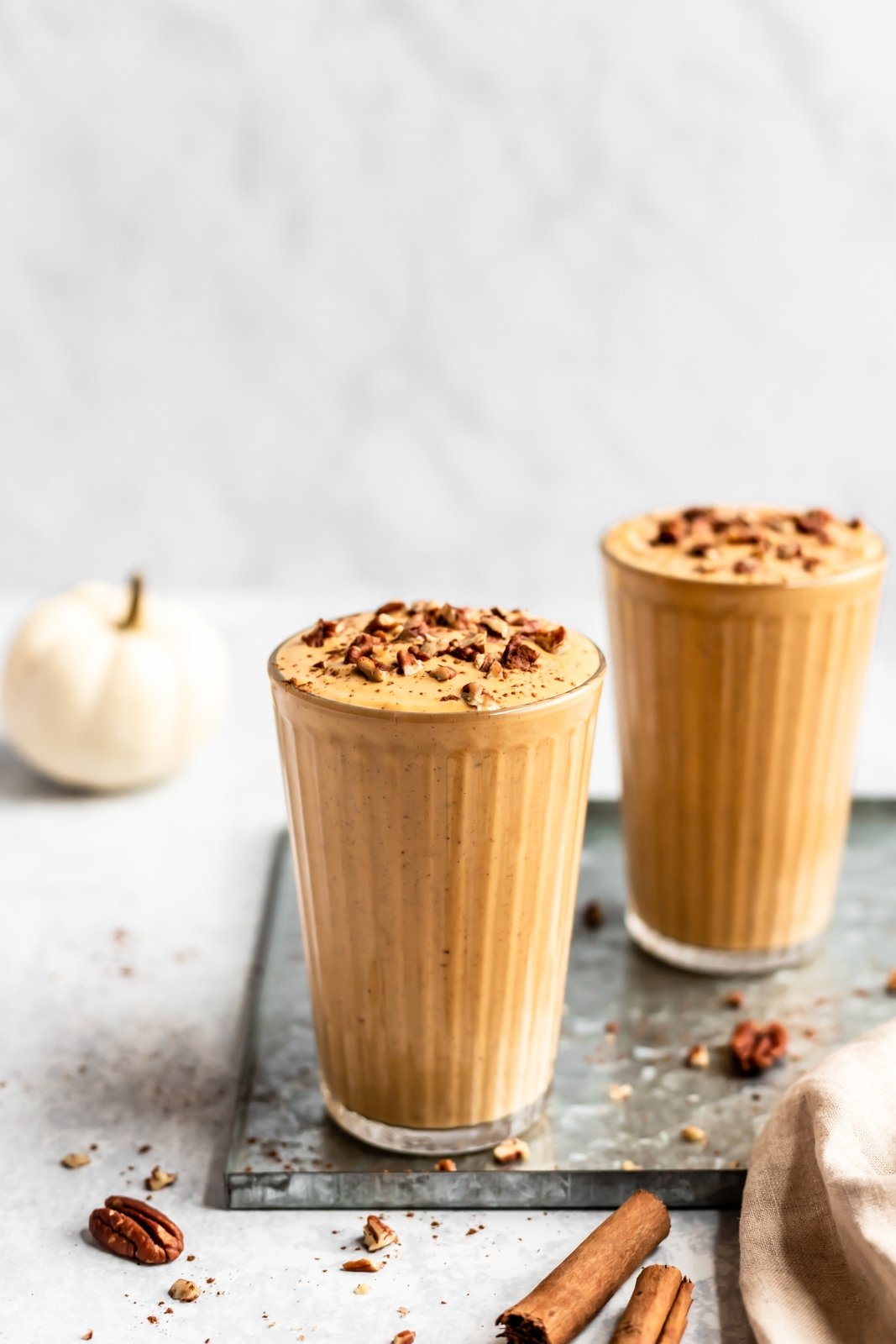 healthy pumpkin pie smoothie in two glasses