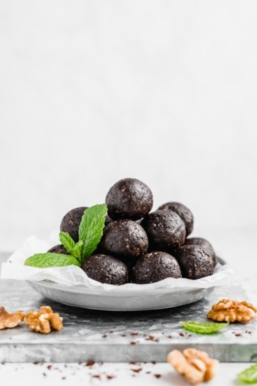 mint brownie energy bites on a plate