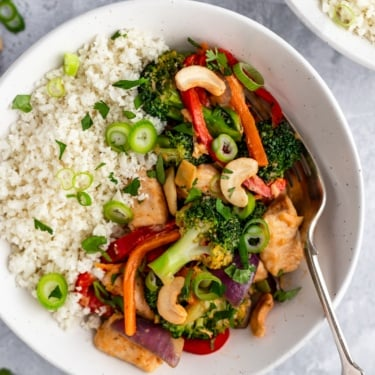 bowl of cashew chicken stir fry