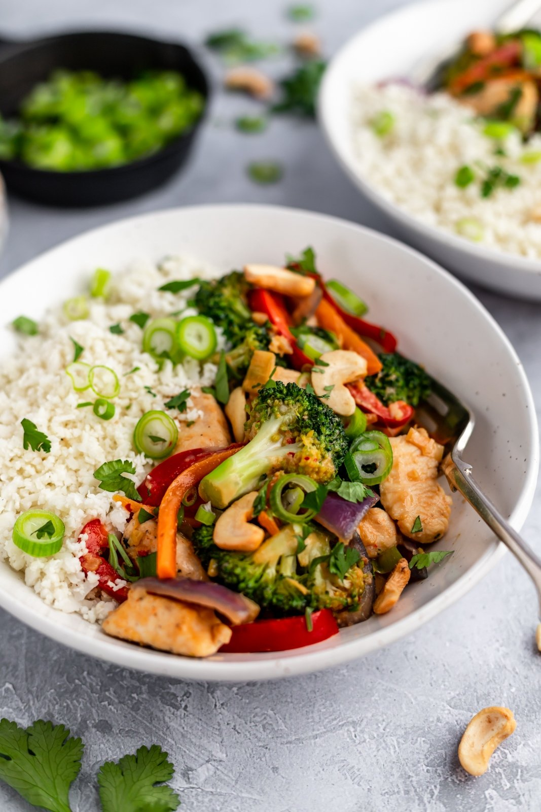 bowl of healthy cashew chicken stir fry