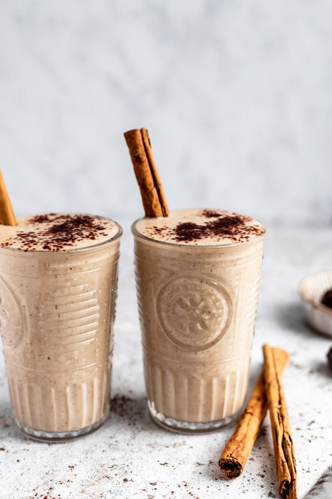 vegan date smoothie in two glasses