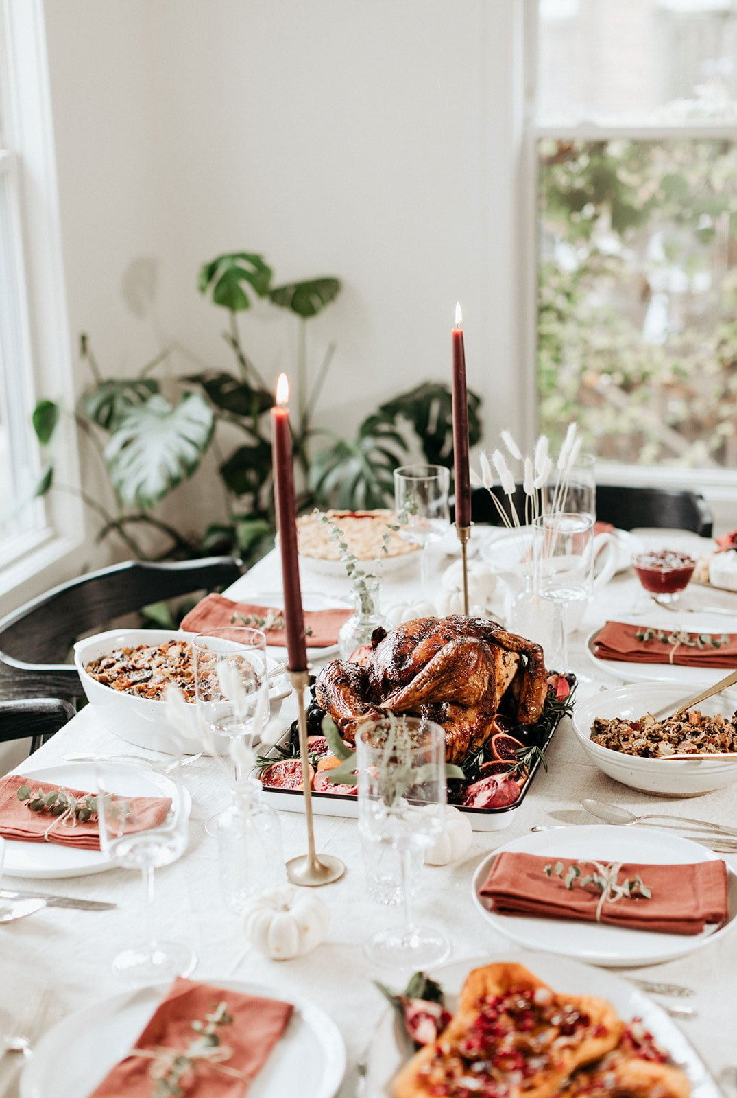 thanksgiving tablescape for hosting thanksgiving