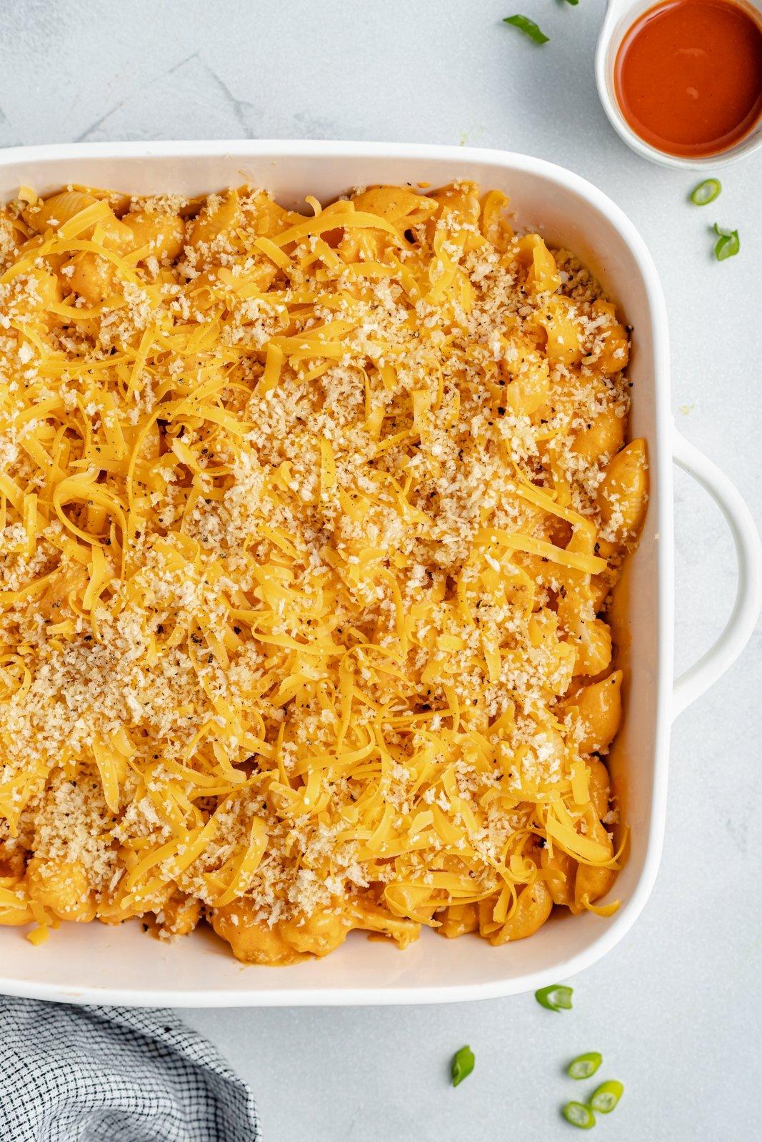 easy buffalo cauliflower mac and cheese in a pan
