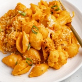 easy buffalo mac and cheese with cauliflower on a plate
