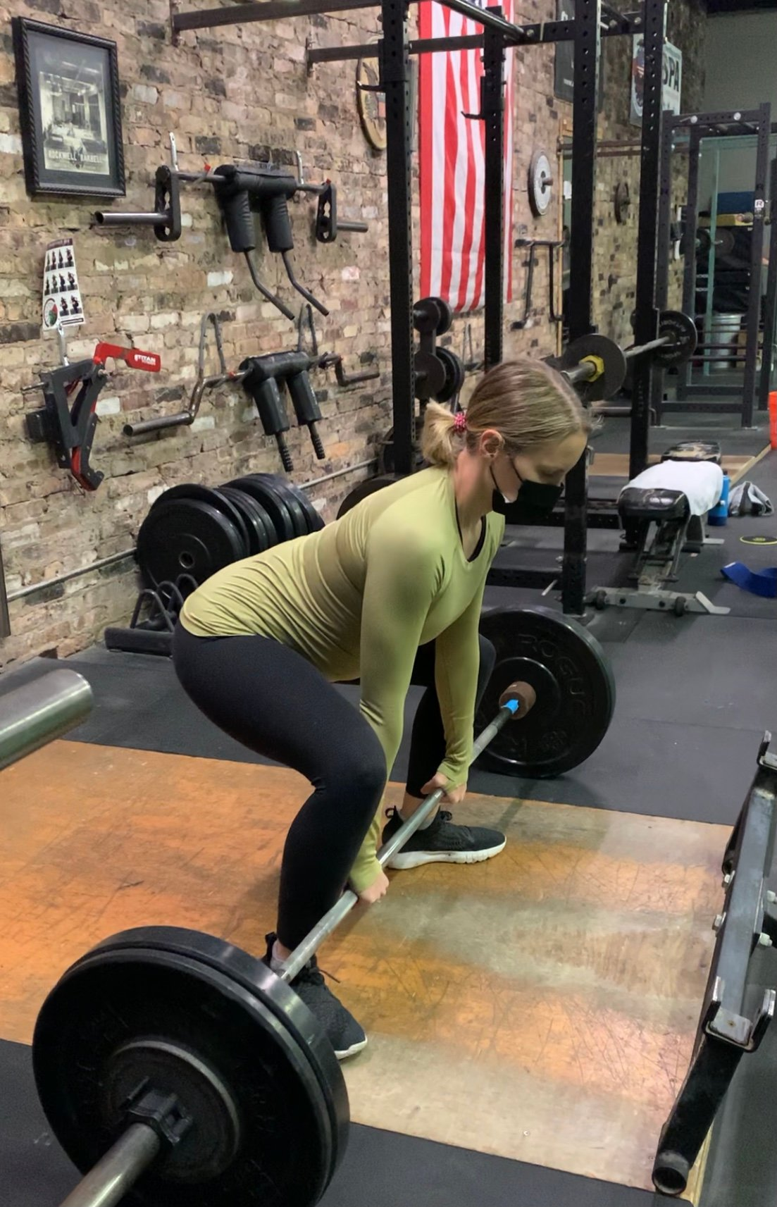 monique lifting a barbell