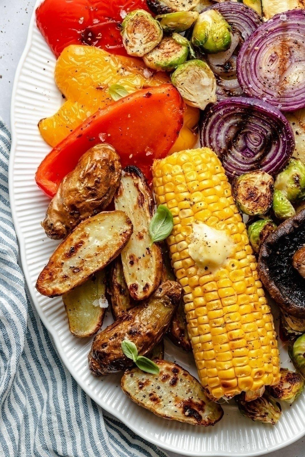 easy grilled vegetables on a platter