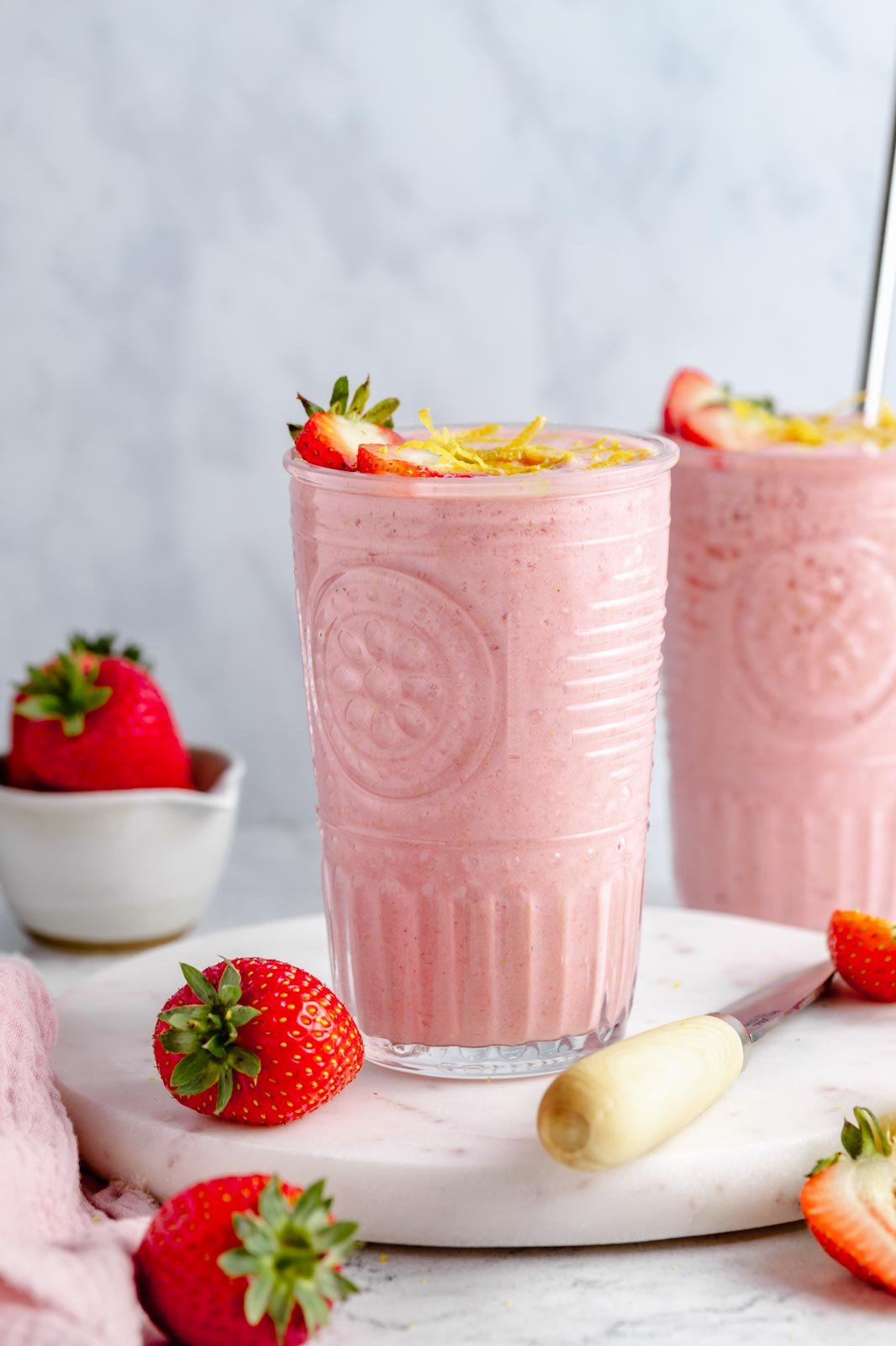 healthy strawberry lemonade smoothie in a glass